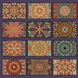 Retro kortskjortor för samling med etniska bakgrunder Kort av inbjudan med tappningdesignbeståndsdelar Royaltyfri Foto