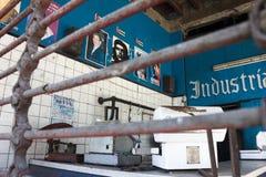 Retro- Kubaner hielt Shop mit Poster von Politikern ab Stadtzentrum von Stockfotografie