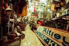 Retro kunst en antiquiteiten in uitstekende winkel stock foto
