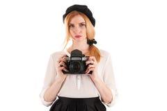 Retro kvinna med den retro kameran Royaltyfria Bilder
