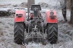 Retro landbouwbedrijftractor Stock Afbeeldingen