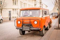 Retro- Lastwagen UAZ-452 in den Straßen von Reykjavik Stockfotografie