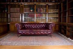 Retro- lederne Couch lizenzfreie stockbilder