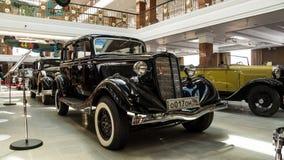 Retro limousine dell'automobile, museo di storia della mostra, Ekaterinburg, Russia, 06 09 2014 anni Immagine Stock
