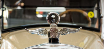 Retro limousine dell'automobile, museo di storia della mostra, Ekaterinburg, Russia, 06 09 2014 anni Fotografia Stock