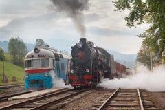 Retro lokomotywa i elektryczna lokomotywa Obrazy Stock