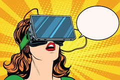 Retro- Mädchen mit Glasvirtueller realität Stockbild
