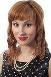 Retro- Mädchen mit Perlenhalskette Stockbilder