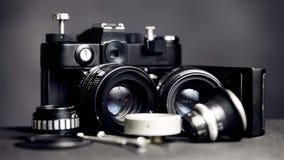 Retro macchina fotografica d'annata con le lenti fotografia stock libera da diritti