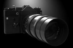 Retro macchina fotografica di SLR nel b&w fotografie stock libere da diritti