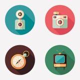 Retro macchine fotografiche con l'orologio e le icone rotonde piane della TV Fotografie Stock Libere da Diritti