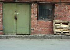 Retro magazzino degli anni 50 del mattone rosso di stile Fotografia Stock Libera da Diritti