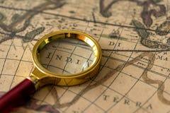 Retro magnifier z starą mapą Fotografia Royalty Free