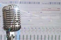 Retro microfono sopra il software della registrazione Fotografia Stock Libera da Diritti