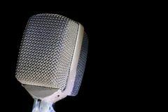Retro Microfoon op Zwarte Stock Afbeelding