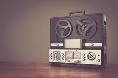 Retro micrphone van de spoelbandrecorder hd foto royalty-vrije stock afbeeldingen