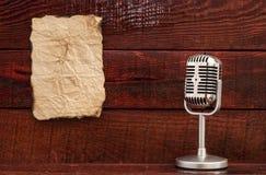 Retro- Mikrofon Stockbild