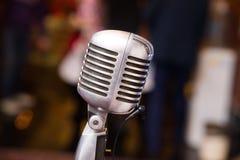 Retro- Mikrofon für Konzert, Musik weinlese lizenzfreie stockbilder