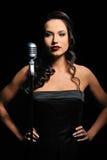 retro mikrofon kobieta Zdjęcia Royalty Free