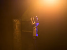 Retro mikrofon mic, yrkesmässig utrustning konsert royaltyfri fotografi