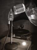 Retro mikrofoner, fotografi för sepia för Oldiestappningstil Royaltyfria Bilder
