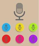 Retro mikrofonsymbol med färgvariationer, Arkivfoto