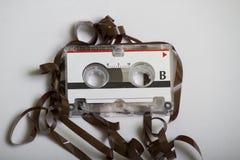 Retro mikrokassettband för tappning som åts i en registreringsapparat Royaltyfria Foton