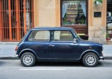 Retro Mini w ulicie Zdjęcia Stock