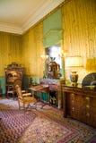 Retro mobilia e camino di lusso Fotografie Stock Libere da Diritti