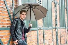 Retro modell för stående för ung man för tonåring Royaltyfria Bilder