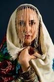 Retro modell i gammalmodig lös kläddans Royaltyfri Fotografi