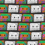 Retro modello senza cuciture con le cassette Stile di divertimento dei pantaloni a vita bassa Scarabocchii il fondo musicale per  Immagine Stock Libera da Diritti