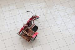Retro motociclo con il sidecar Fotografie Stock