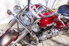 Retro- Motorrad auf der Straße - Nahaufnahme Stockfotografie