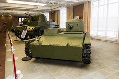 Retro museum för militär historia för stridpansarbilutställning, Ekaterinburg, Ryssland, 05 03 2016 år Royaltyfri Foto