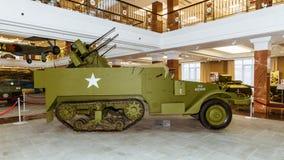 Retro museum för militär historia för stridpansarbilutställning, Ekaterinburg, Ryssland, 05 03 2016 år Royaltyfri Fotografi