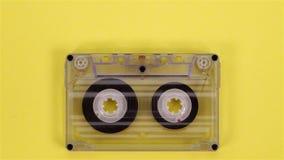 Retro muzyczna ścisła kaseta nawijaka taśma na kolorze żółtym zbiory