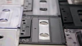 Retro muzyczne ścisłe kasety na stole zbiory