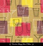Retro naadloos patroon van diverse geschetste cocktailglazen vector illustratie
