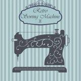 Retro naaimachine met bloemenornament op hipsterachtergrond Uitstekend tekenontwerp Het oude etiket van het manierthema Stock Foto's