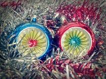 Retro Natale bagattella e lamé di sguardo Immagini Stock