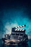 Retro natura morta degli accessori di produzione cinematografica fotografia stock
