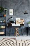 Retro nauki wnętrze z biurkiem Fotografia Royalty Free