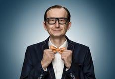 Retro nerd divertente che prepara per una data Fotografie Stock Libere da Diritti