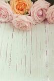 Retro nostalgische achtergrond met rozen voor Moederdagviering Royalty-vrije Stock Foto