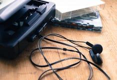 Retro odtwarzacz muzyczny z kaseta hełmofonami Fotografia Royalty Free