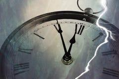 Retro orologio con cinque minuti prima di dodici Immagini Stock