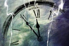 Retro orologio con cinque minuti prima di dodici Fotografie Stock Libere da Diritti