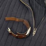 Retro orologio sopra il maglione tricottato Immagini Stock Libere da Diritti