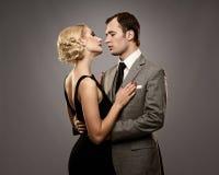 Retro- Paare in der Liebe Lizenzfreie Stockfotos